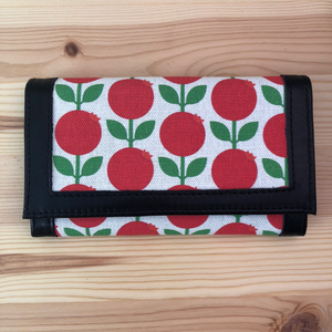 Leather wallet Lingonberry (black)
