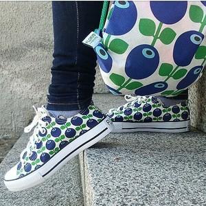 Sneakers blåbär i gympapåse, stl. 36-44
